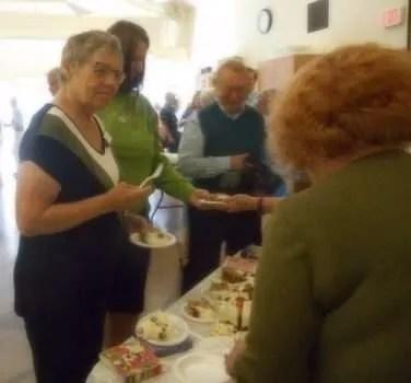 """A """"fellow knitter"""" receives cake."""