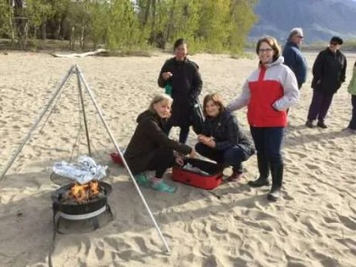 Plura Hills friends prepare the salmon and bread.