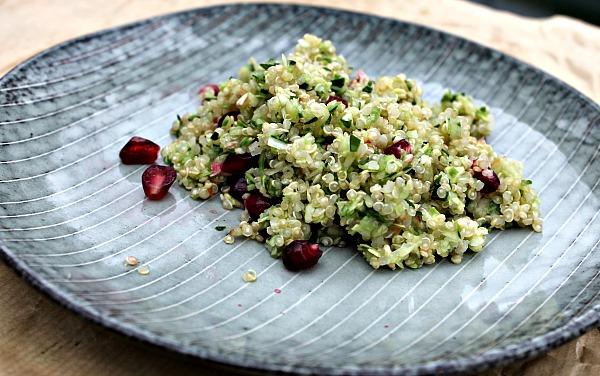 Quinoa med æble og forårsløg