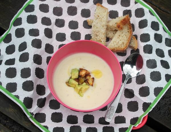 Cremet suppe – hvide bønner og pastinak