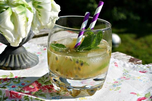 Passionsfrugtsoda – En herlig drink efter havearbejde
