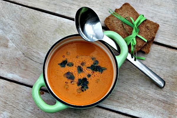 Bagt tomatsuppe med kikærter samt kokosmælk