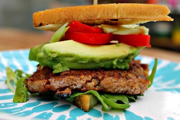 Valnød – miso burger med dejligt tilbehør