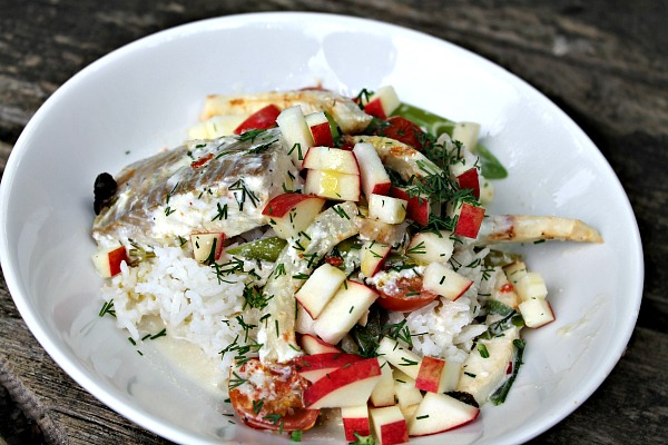 Ovnbagt torsk med kokosmælk, knoldselleri, forårsløg, tomater samt ris