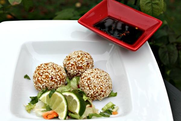 Risboller af kogte brune ris med græskar, forårsløg – Tamarind dip