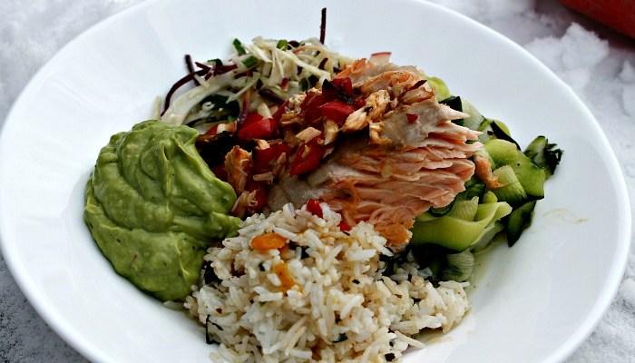 Grillet laks – salat, ris, råkost samt guacamole