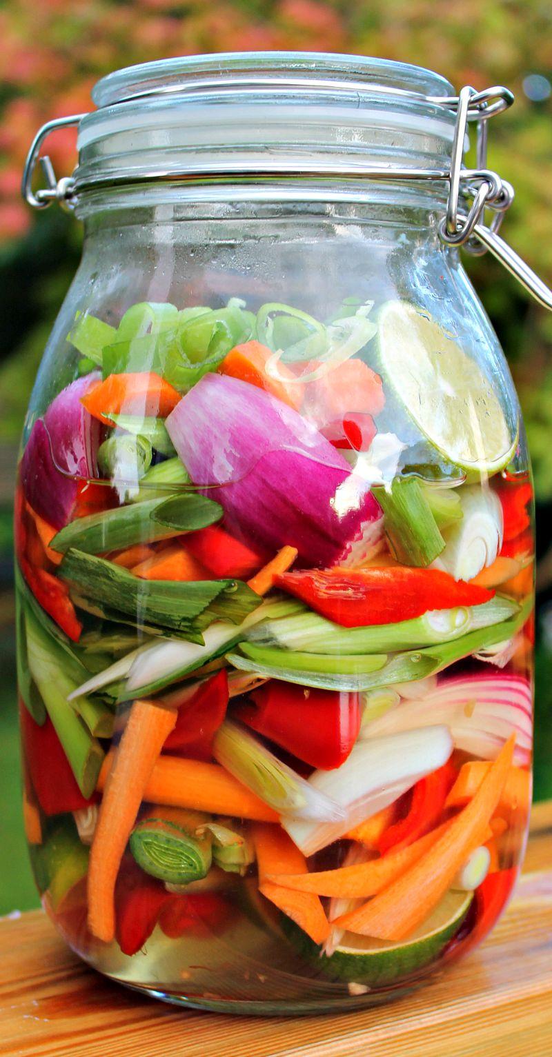 Sursøde grøntsager på glas