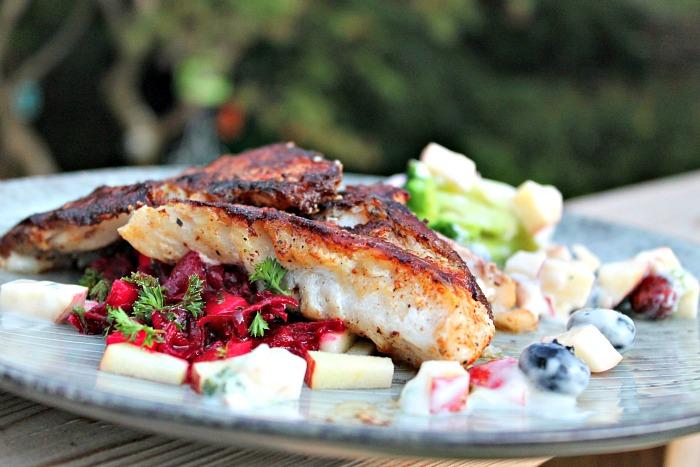 Rødfiskefilet – skindstegt med salat af rødbede, æble og selleri