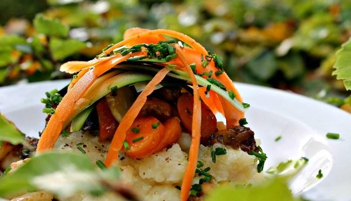 Rodfrugtmos med bagte grøntsager