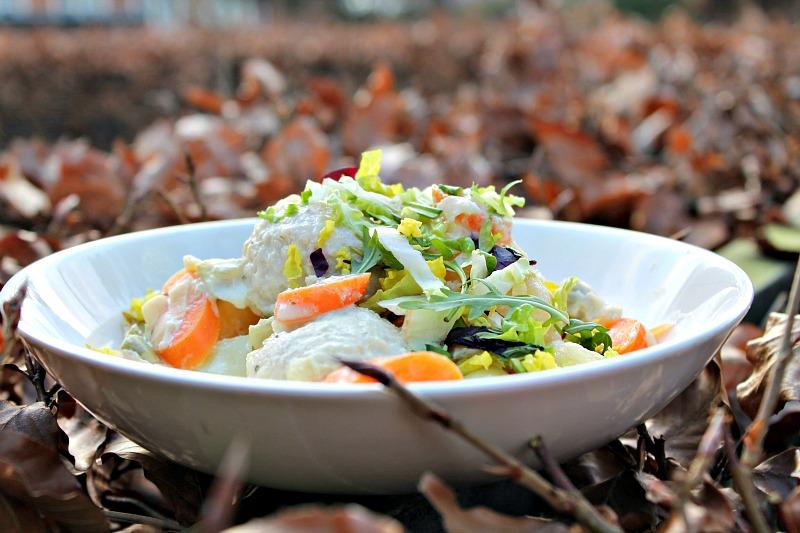 Kødboller bagt i ovnen m/gulerødder, porre, kartofler – estragonsauce
