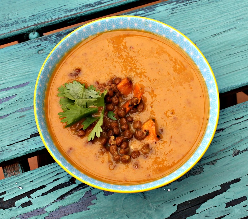 Linse og søde kartofler suppe med kokosmælk