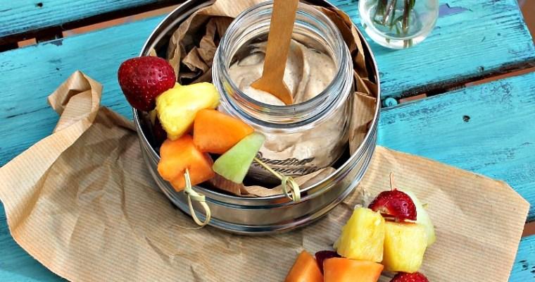 Vaniljecreme af græsk yoghurt, banan samt dadler