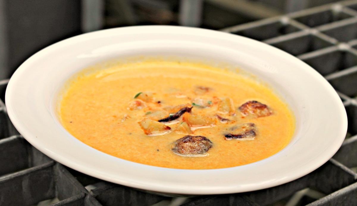 Cremet kartoffel – gulerodsuppe med cashewnødder