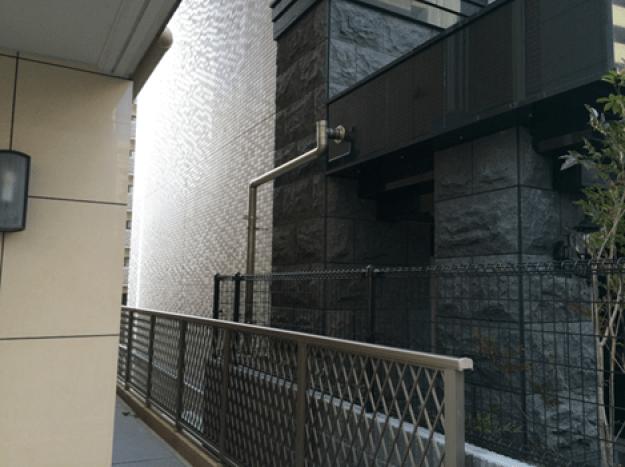 愛知県名古屋市のプレサンス丸の内リフォーム工事(竪樋)のご紹介です。