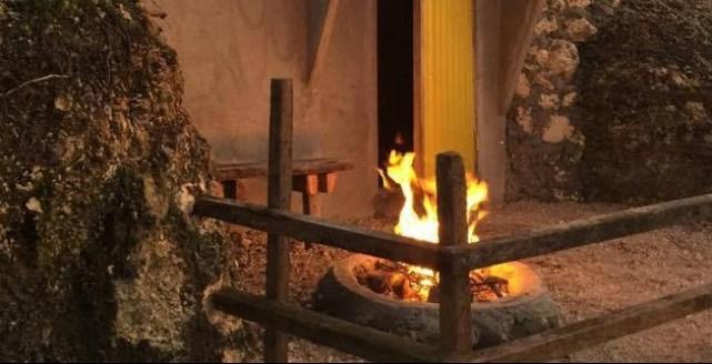 Kamp Aninipot Hobbit Hut with Campfire Pit