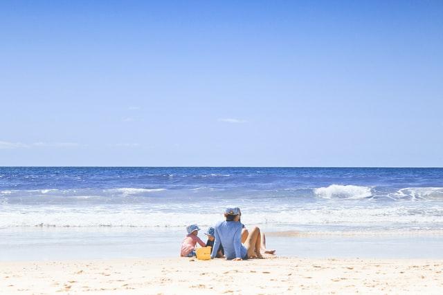 familie op het strand