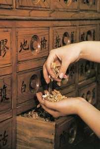 薬煎院の薬味箪笥の写真