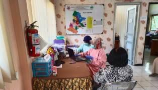 Foto: Karyawan STIKES Budi Luhur Suntik Vaksin Covid-19