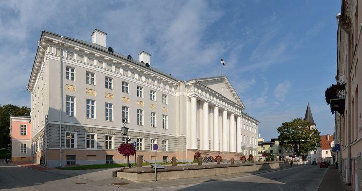 Gedung utama di Universitas Tartu, Estonia.