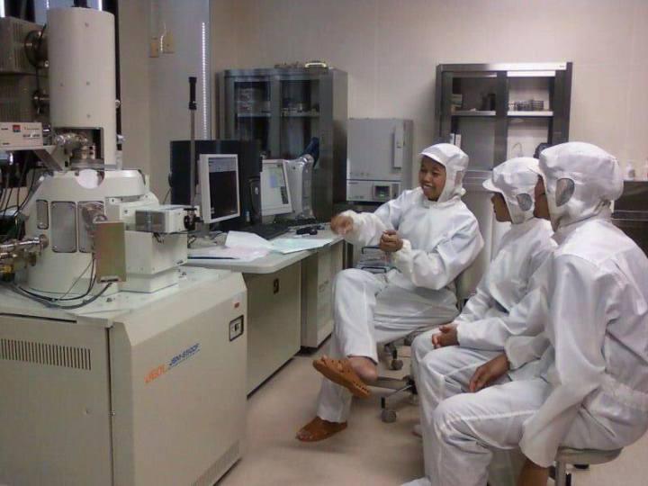 Miftakhul Huda di laboratorium Jepang.