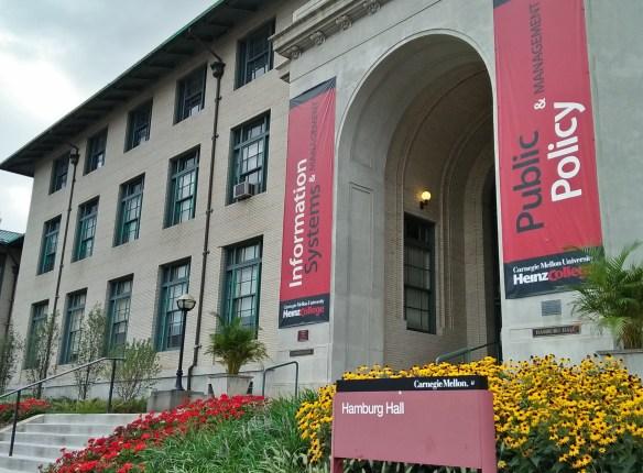 Salah satu gedung kuliah di Carnegie Mellon University.