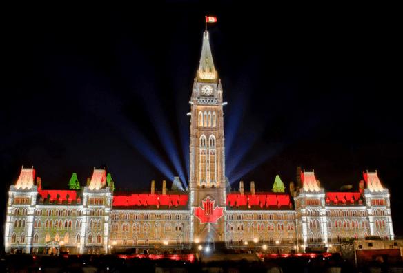A kanadai parlament kivilágítva