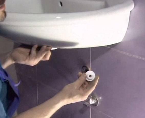 zakačite odvod kuhinjskog sudopera