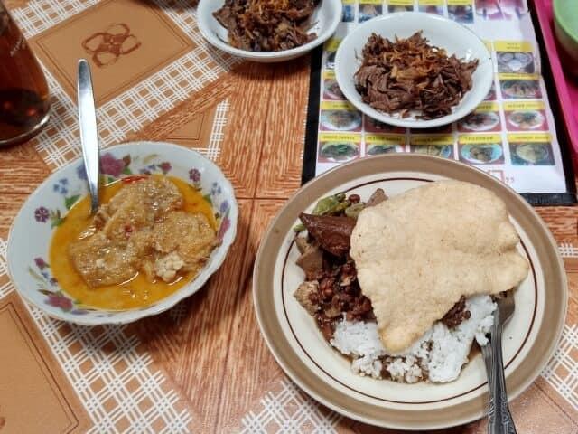 Warung-Brongkos-Handayani