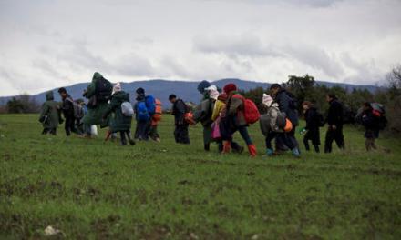 Албанија заради бегалците побара помош од Италија
