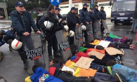 Бегалците го блокираа граничниот премин Евзони