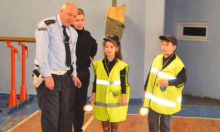 """Најмалите од ООУ """"Видое Подгорец"""" од Струмица учеа како безбедно да ја преминуваат улицата"""