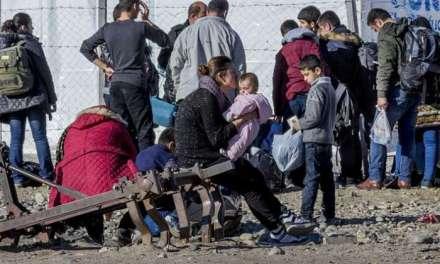 1500 бегалци и економски мигранти сe речиси 2 месеци  заглавени на македонска територија.