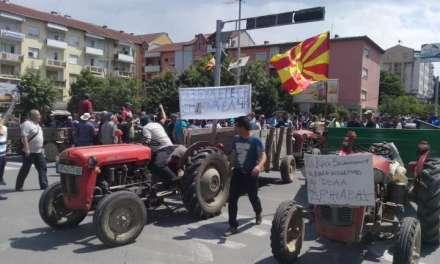 Земјоделците од Куклиш на трактори – гневни на ниските откупни цени