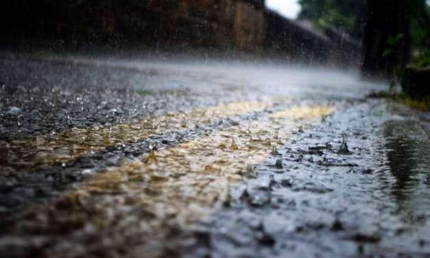 АМСМ предупредува: Внимателно возење по влажните коловози