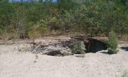 Видео од кратерот што се појави на насипот на браната Бучим што ги вознемири жителите на Тополница