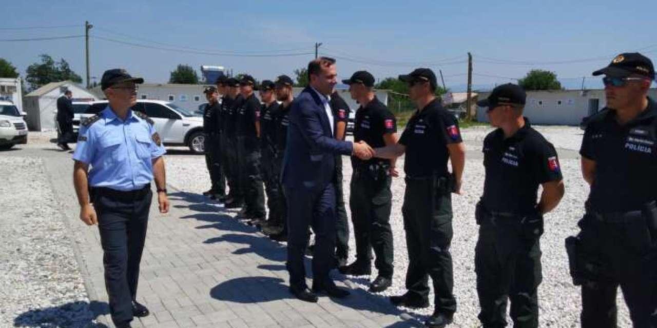 Македонија нема да гради нови бегалски кампови