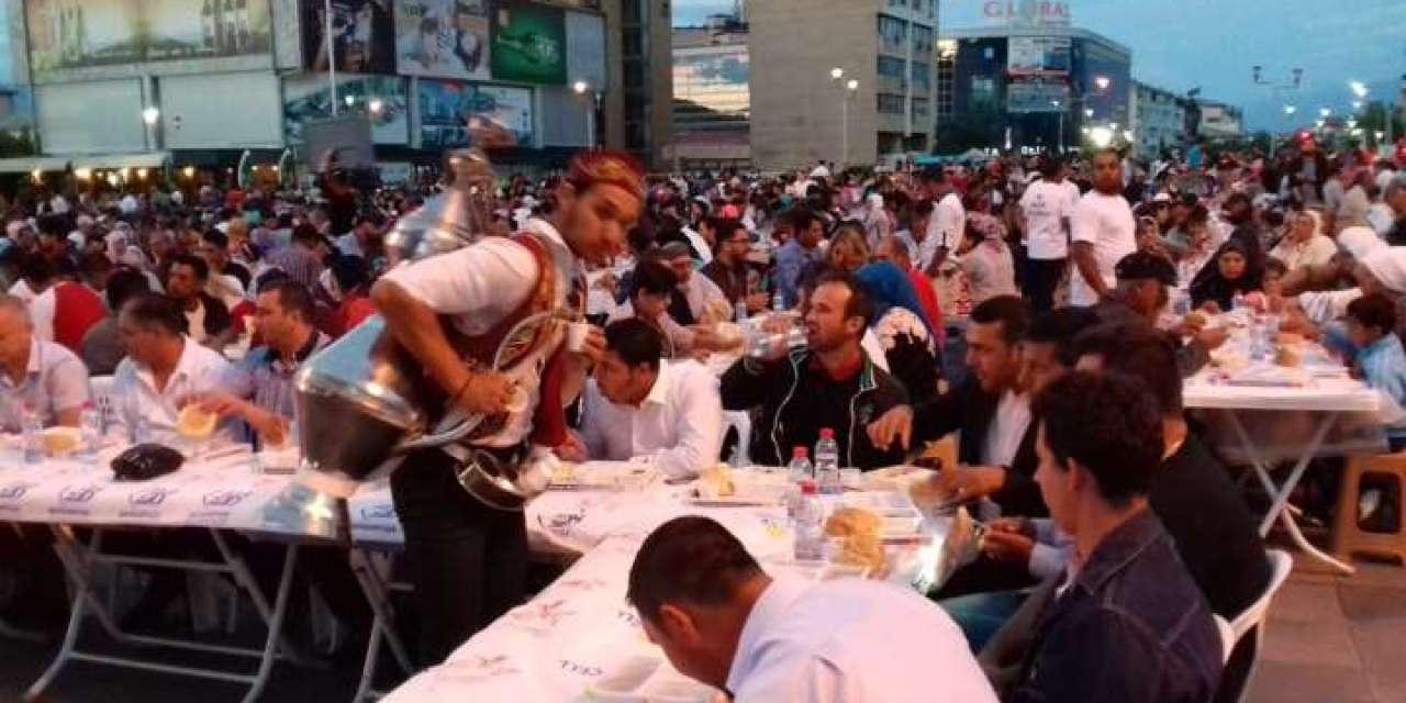 Над 2000 верници –  синоќа на Ифтарска вечера на струмичкиот плоштад