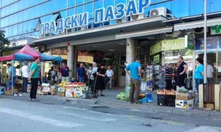 Заради нелојалната конкуренција ,тезгаџиите од Глобал излегоа на улица да продаваат овошје и зеленчук