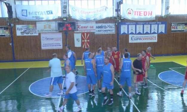 Кошаркарските ветерани од Струмица изненадија со тројки и атрактивни поени !
