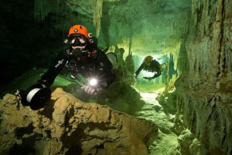 Во Мексико откриени најголемите подводни пештери