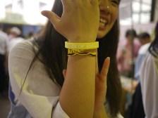 売上がチャリティーとなった、神奈川の生徒考案のシリコンブレスレット
