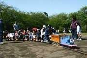 屋上にはミニ機関車が登場(湘南経済新聞ホームページより)