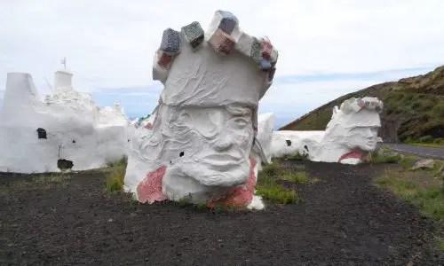 La Bajada — Müllskulptur