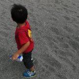 砂浜の子ども
