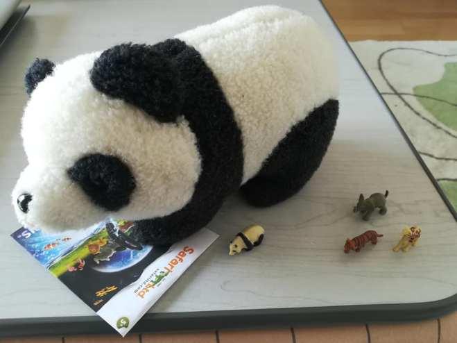 パンダとパンダのフィギュア