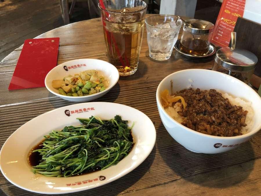 「 髭鬚張魯肉飯 」で台湾伝統庶民料理に舌鼓