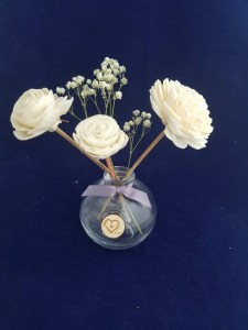Read more about the article How To Make Your Own Room Diffuser With Sola Wood Flowers