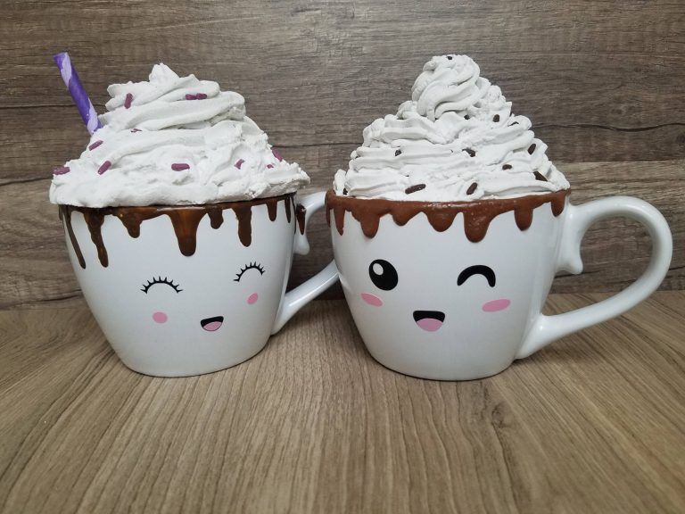 Read more about the article Make Your Own Hot Chocolate Mugs With Faces And Whip Cream