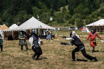 "<img=""Medieval event fencing"">"