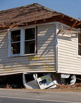 地震保険の保険料はいくら?建物、家財同じです